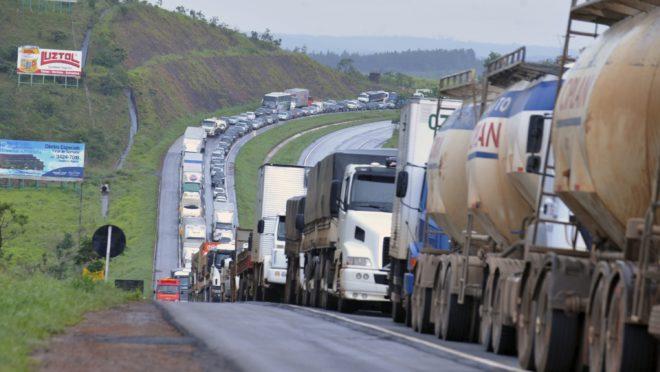 Nova greve dos caminhoneiros está prevista para o dia 1º de fevereiro.| Foto: Valter Campanato/Agência Bras